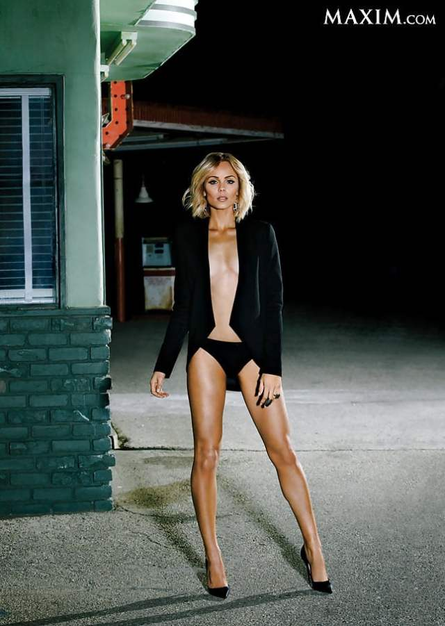 laura vandervoort awesome pics