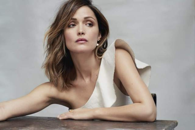 rose byrne awesome cleavage