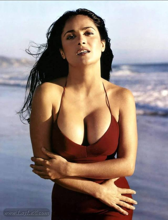 salma hayek cleavage photo (2)