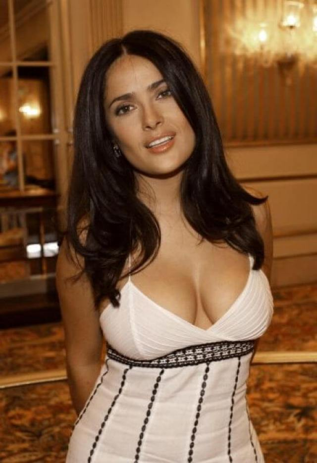 salma hayek hot cleavage pic