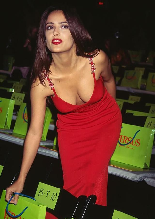 salma hayek sexy red dress pic