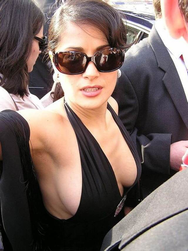 salma hayek sexy side boobs