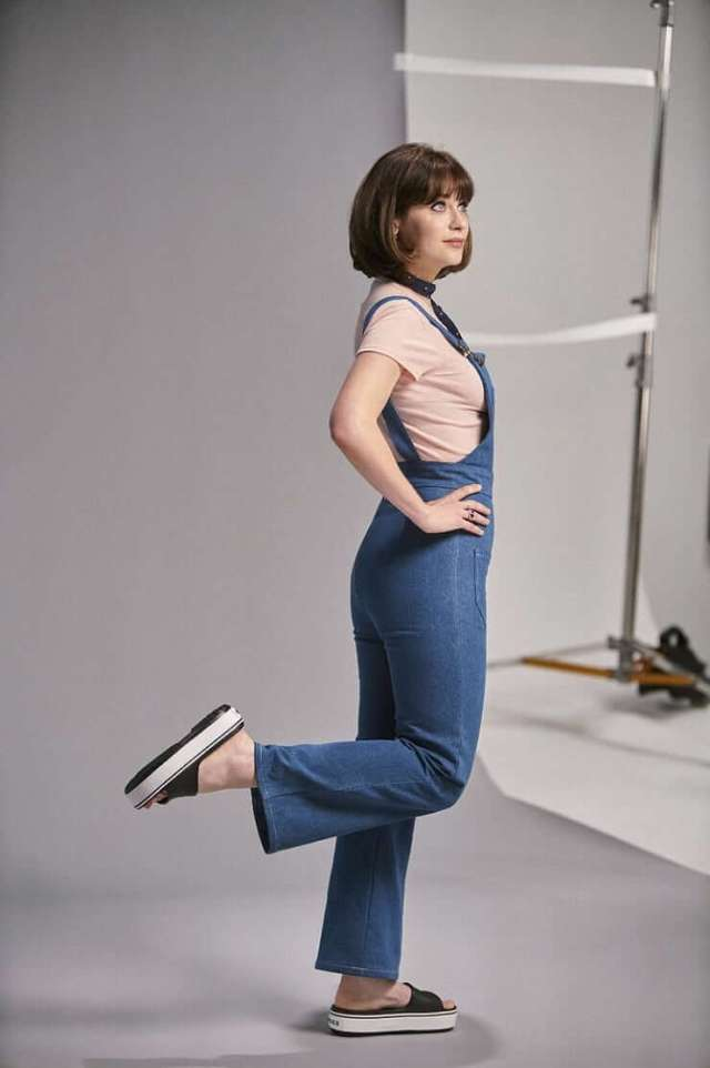 zooey deschanel hot side pic