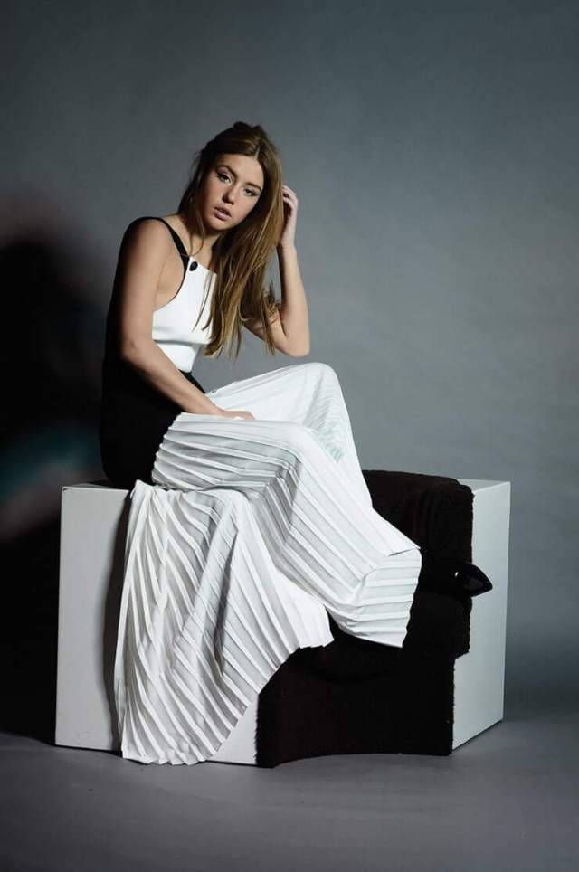 Adèle Exarchopoulos sexy side picture (2)