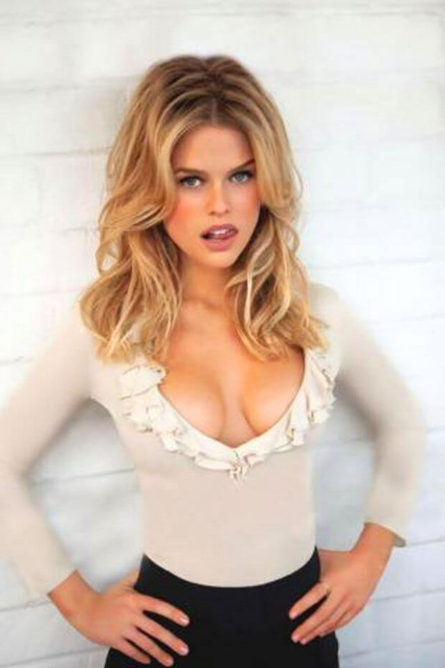 Alice Eve sexy images (1)