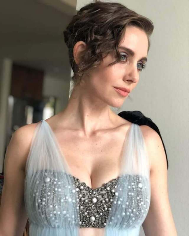 Alison-Brie-sexy-busty-picture