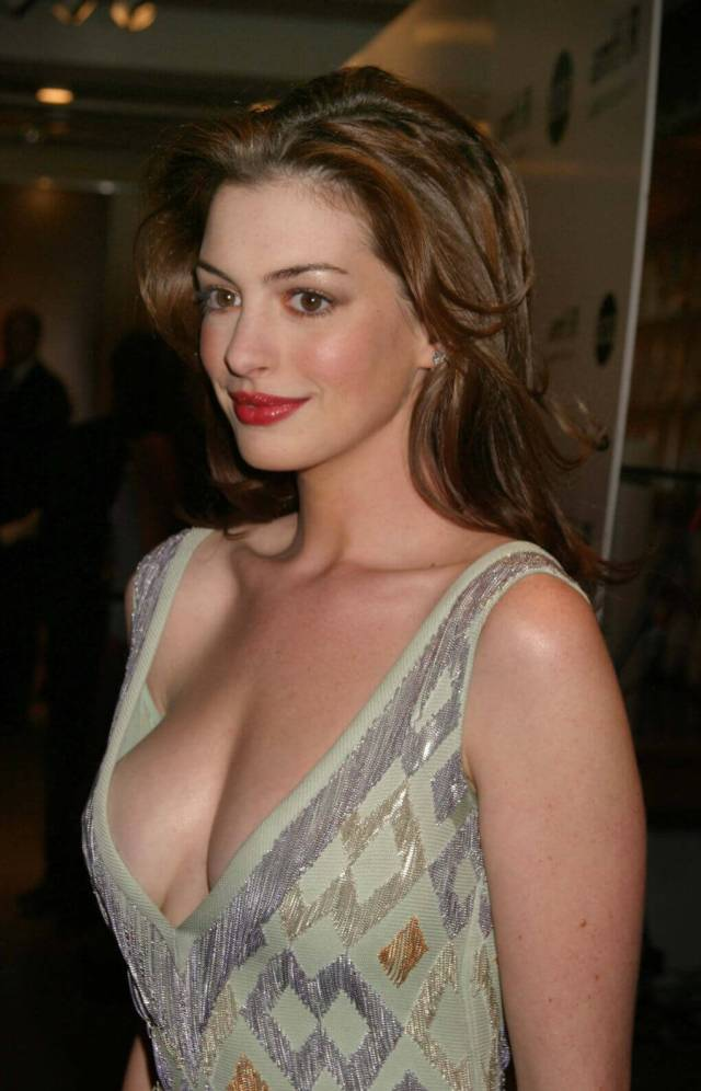 Anne Hathaway hot busty pic