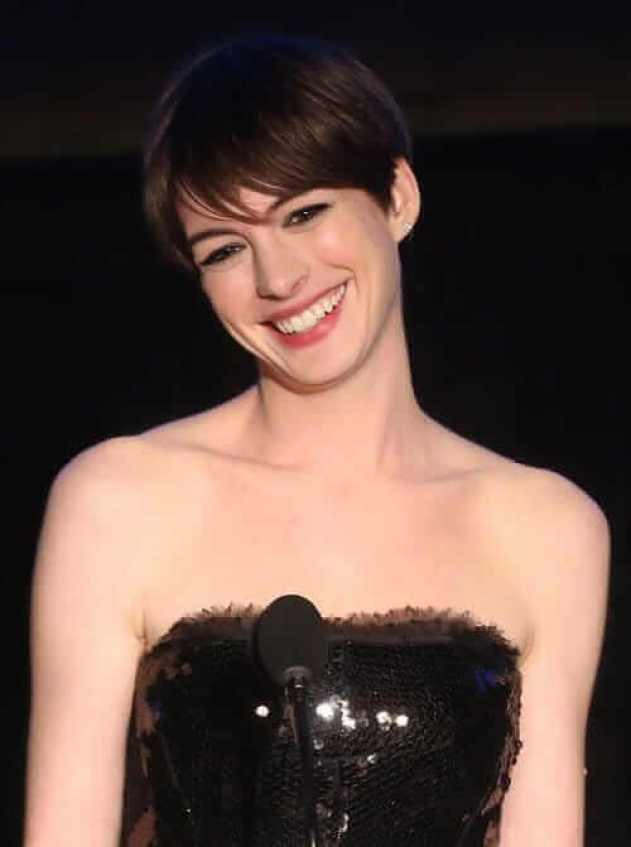 Anne Hathaway sexy pic