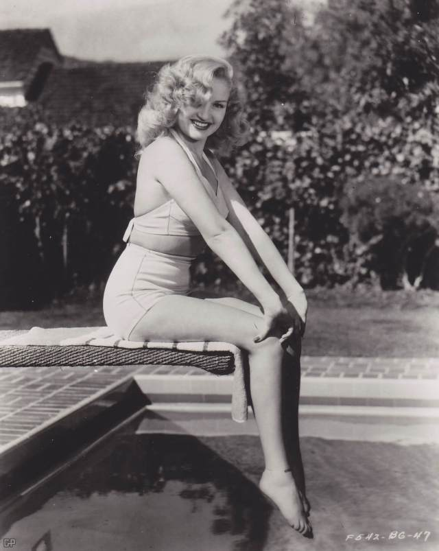 Betty Grable thighs hot