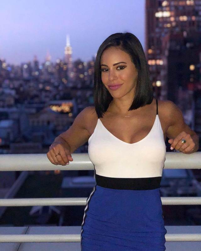 Charly Caruso sexy cleavage pic