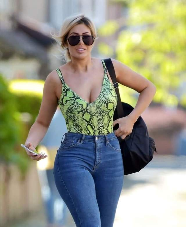 Chloe Ferry hot pictures (2)