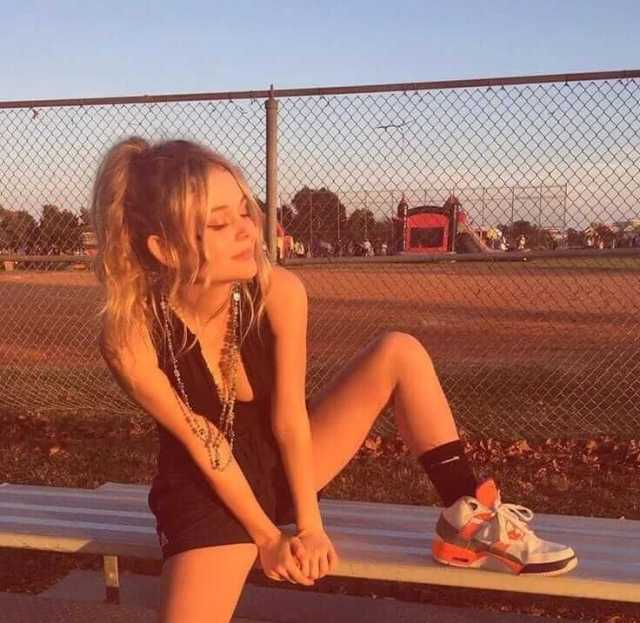 Emily Alyn Lind lovely pictures (1)