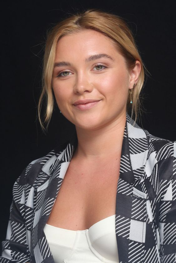 Florence Pugh cleavage picture