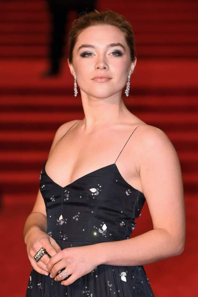 Florence Pugh hot cleavage