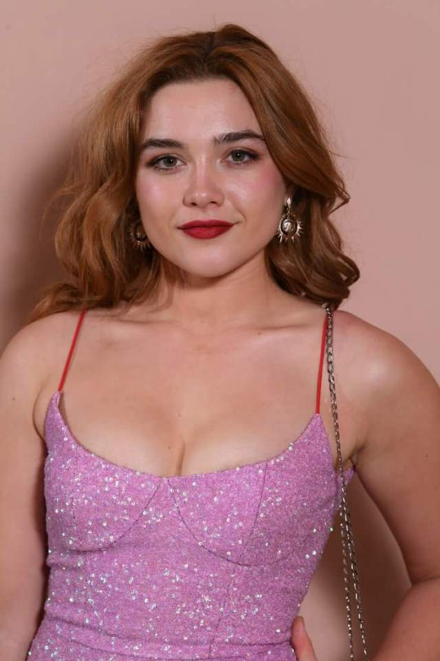 Florence Pugh sexy cleavage