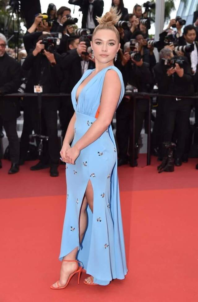 Florence Pugh side look pic