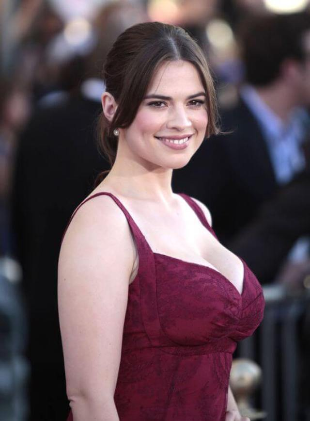 Hayley Atwell hot cleavage pics