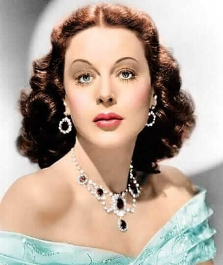Hedy Lamarr sexy busty pics