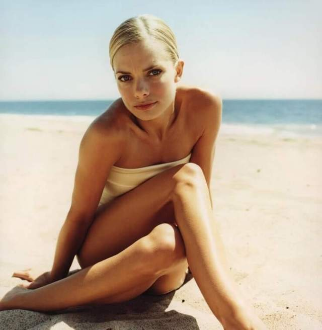 Jaime Pressly awesome look pics (1)