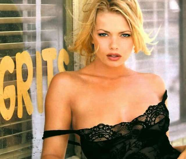 Jaime Pressly sexy look pictures (1)