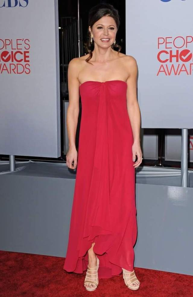 Jane Leeves hot red dress (1)