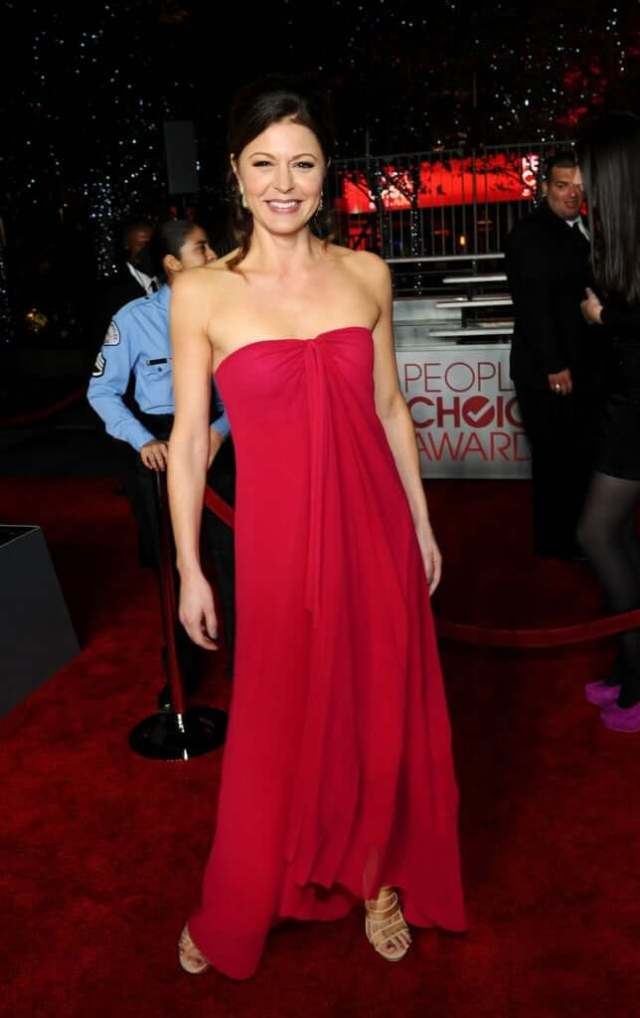 Jane Leeves hot red dress (2)