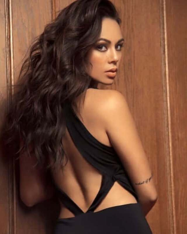 Janel Parrish sexy pictures (3)