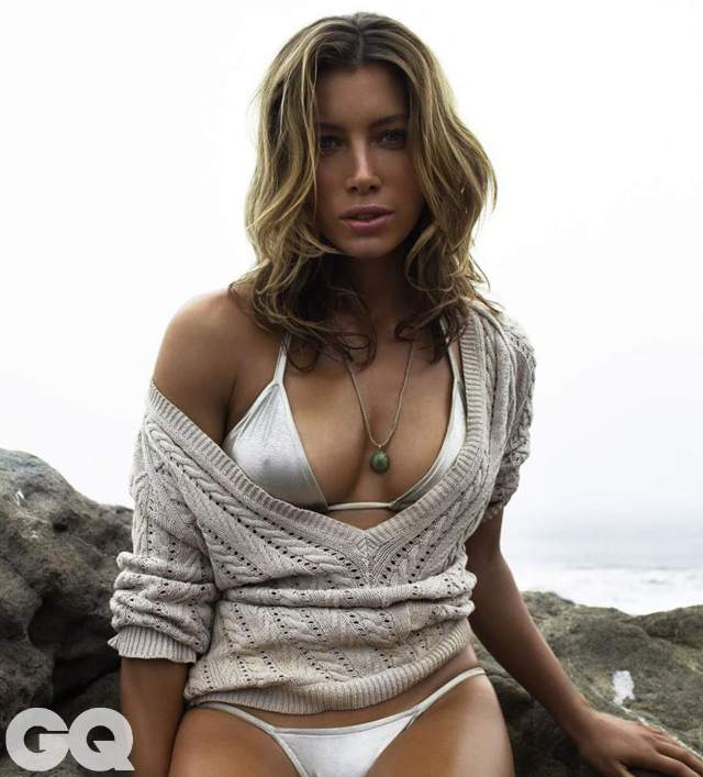 Jessica Biel awesome cleavages