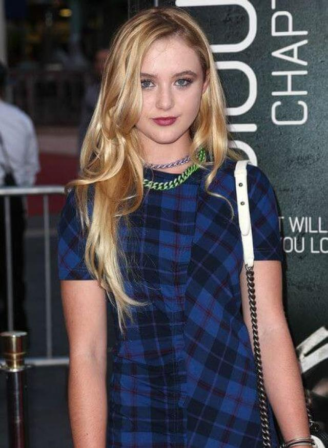 Kathryn Newton hot cleavage picture