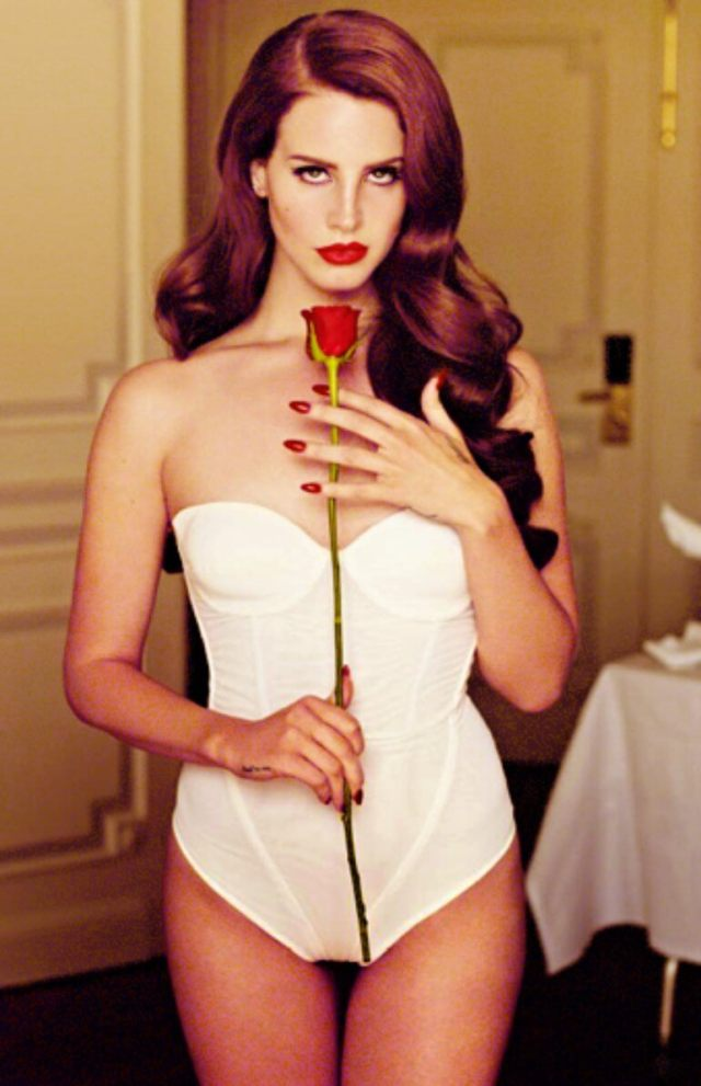 Lana Del Rey sexy lingerie pictures (4)