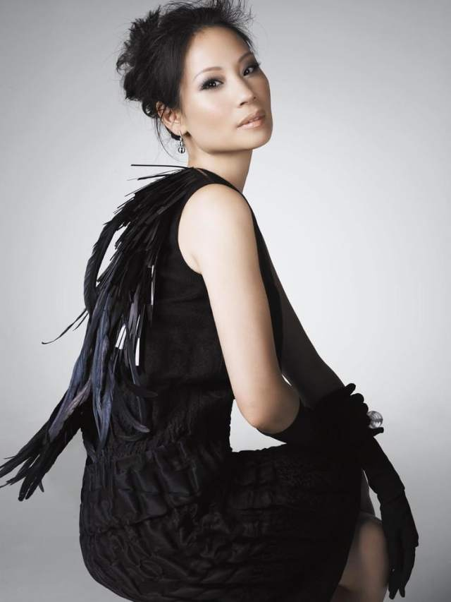 Lucy Liu hot side pictures