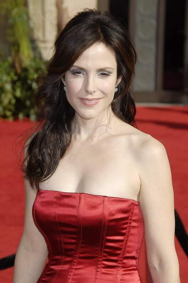 Mary-Louise Parker cleavage pic