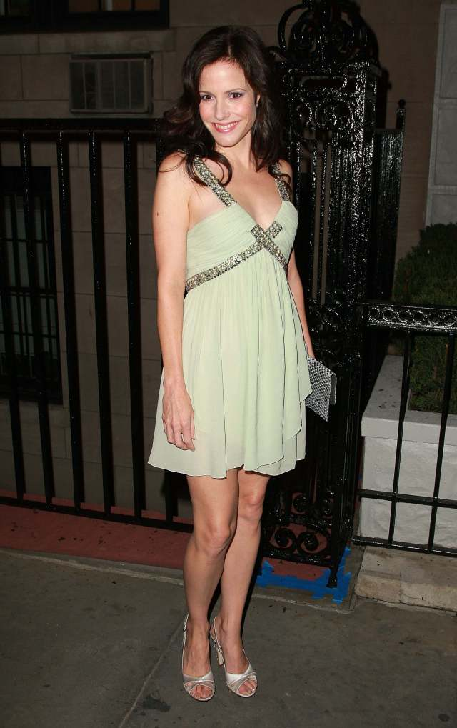Mary-Louise Parker hot legs
