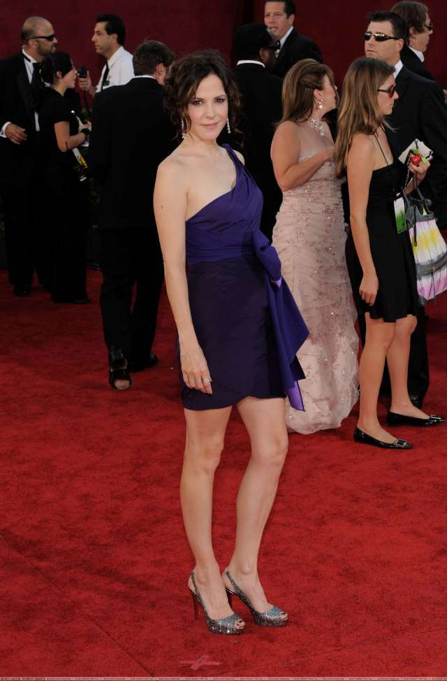 Mary-Louise Parker hot legs pic