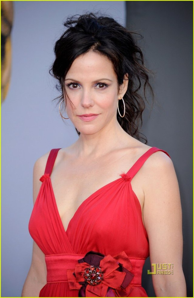Mary-Louise Parker red dress pic