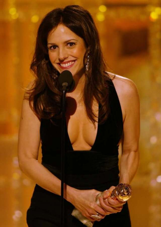 Mary-Louise Parker sexy cleavage pic
