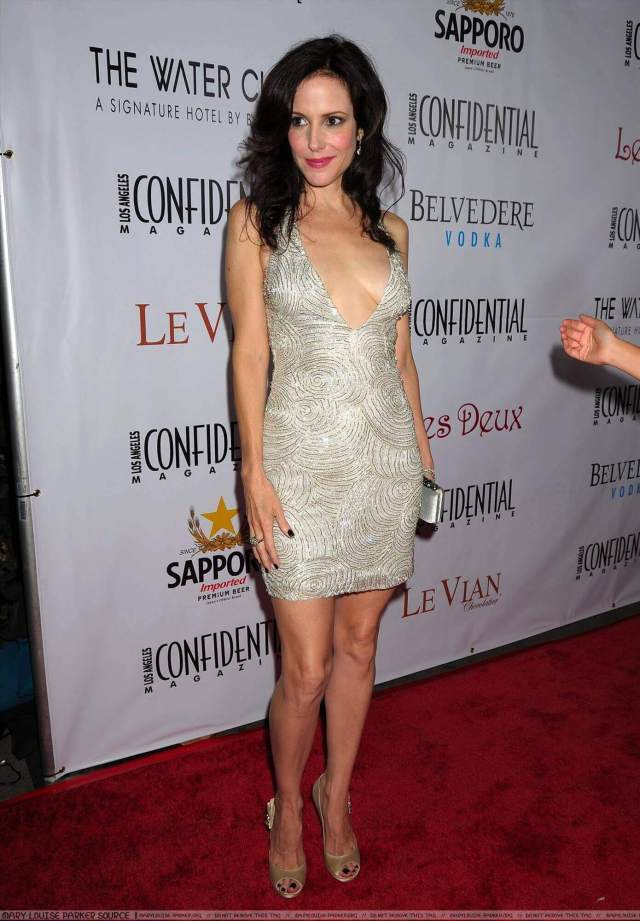 Mary-Louise Parker sexy legs pics