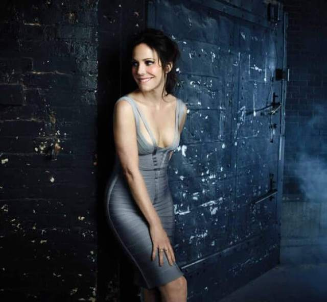 Mary-Louise Parker sexy pic