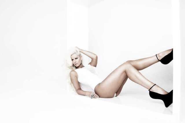 Maryse Ouellet hot legs