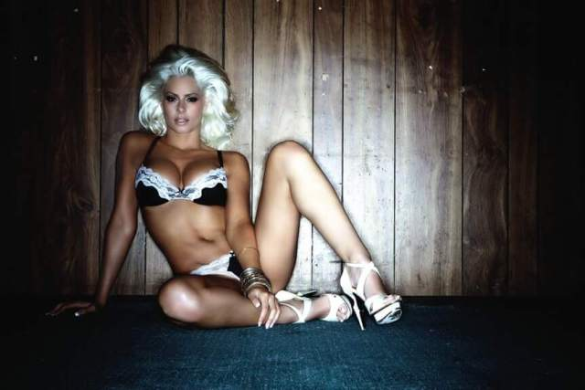 Maryse Ouellet sexy legs