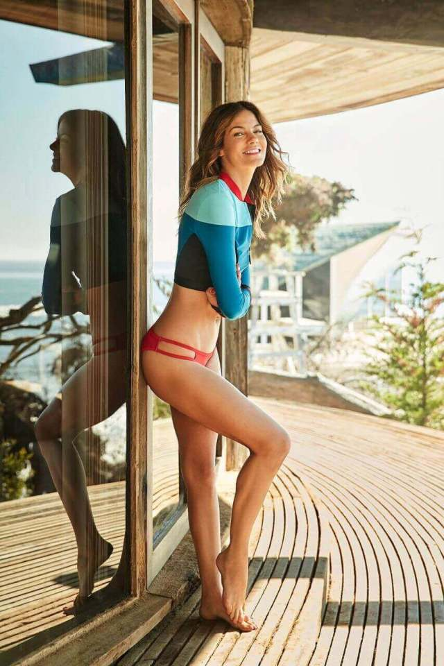 Michelle Monaghan sexy thigh (3)