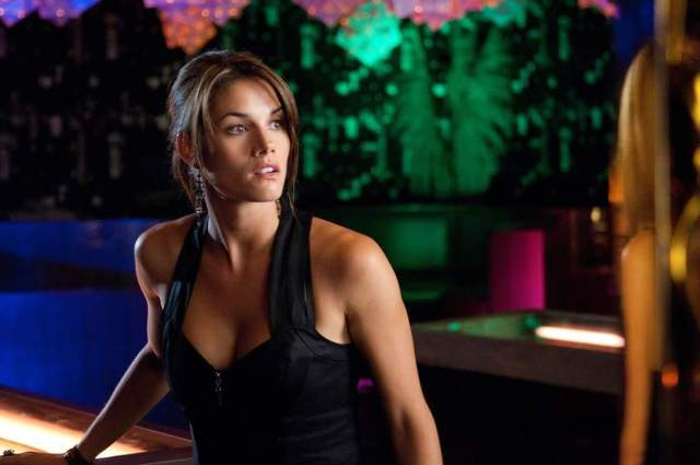 Missy Peregrym beautifull look pictures (2)
