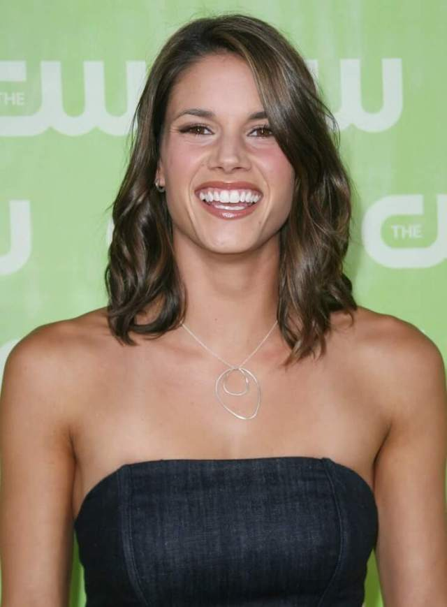 Missy Peregrym hot lokk pictures (9)