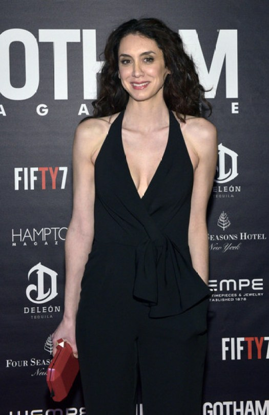 Mozhan Marnò hot cleavage (3)