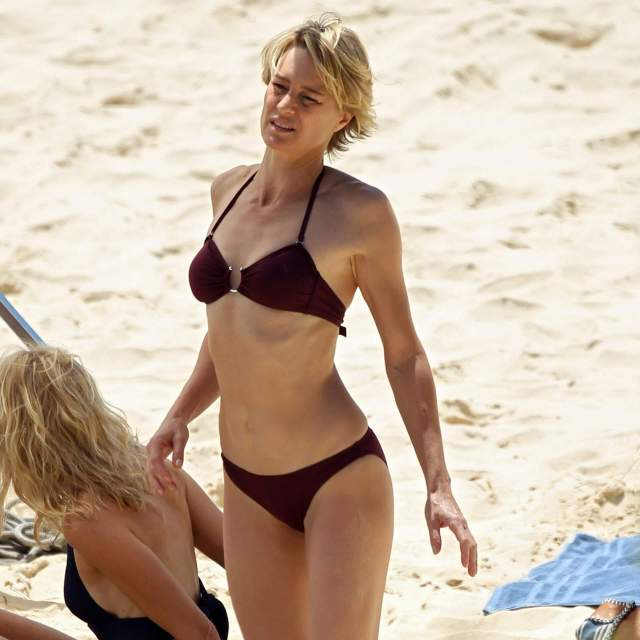 Naomi Watts awesome boobs pictures (2)