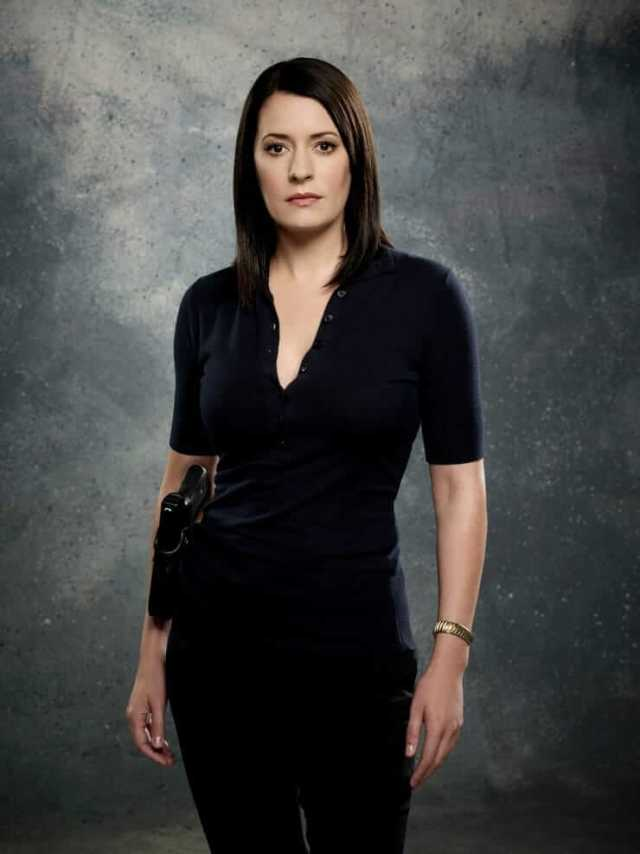 Paget Brewster boobs cleavage (3)