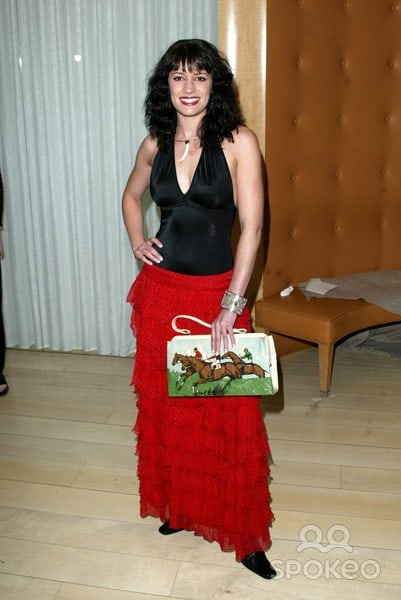 Paget-Brewster feet pic (2)