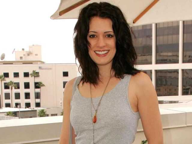 Paget Brewster hot and sexy (1)