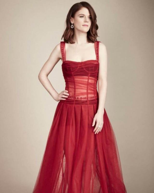 Rose Leslie sexy red dress pic