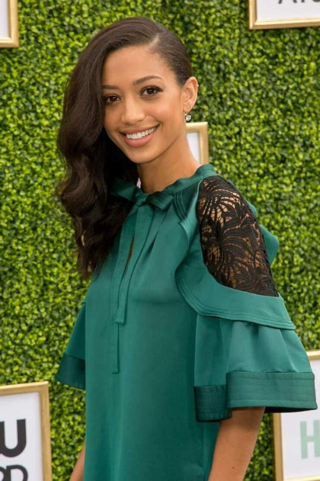 Samantha Logan awesome pic